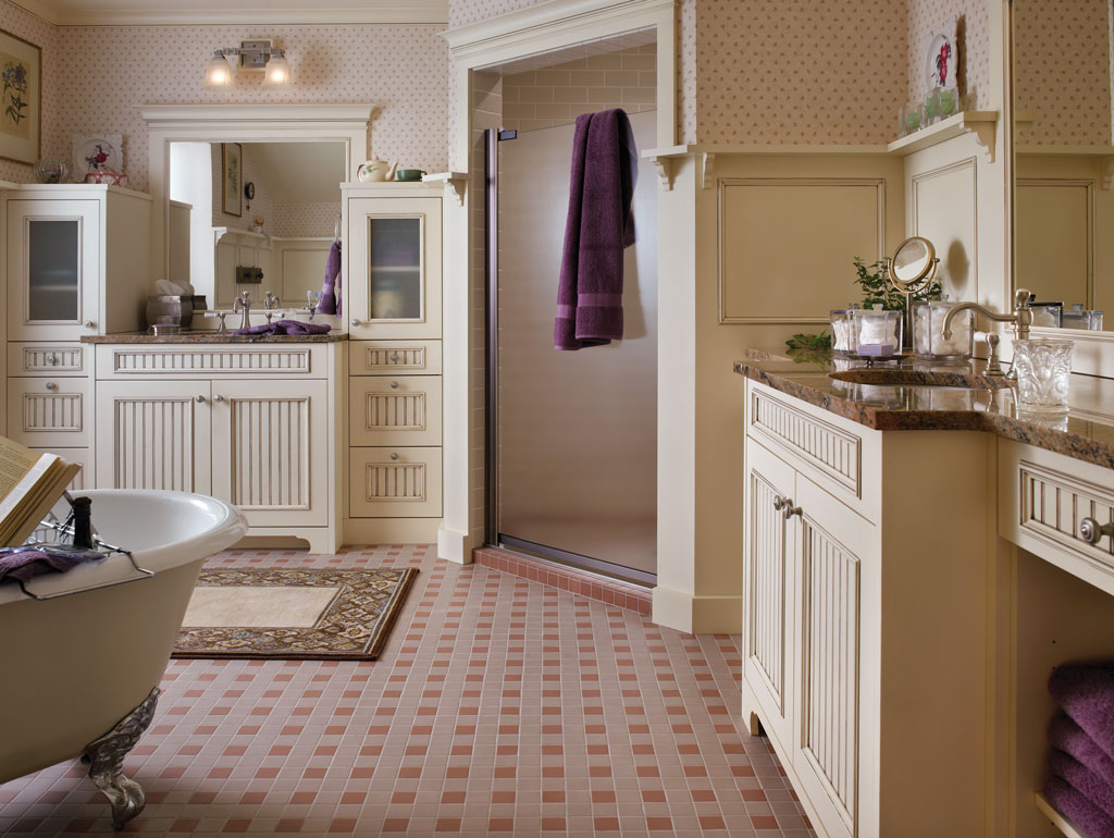 Cape cod bath for Cape cod bathroom design